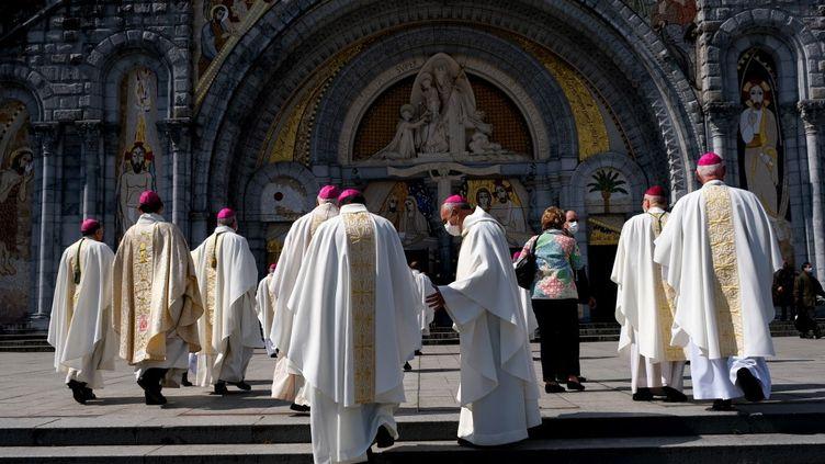 Des évêques français lors d'une réunion à Lourdes (Hautes-Pyrénées), le 25 mars 2021. (LAURENT FERRIERE / HANS LUCAS / AFP)