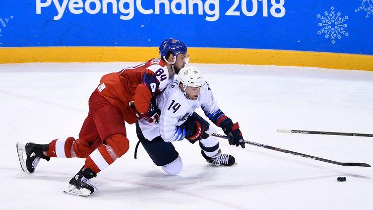 Kundratek à la lutte avec Little (BRENDAN SMIALOWSKI / AFP)