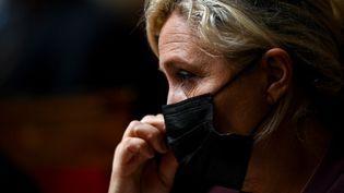 La présidente duRassemblement National, Marine Le Pen, lors d'une séance de questions au gouvernement à l'Assemblée nationale, à Paris, le 20 octobre 2020. (CHRISTOPHE ARCHAMBAULT / AFP)