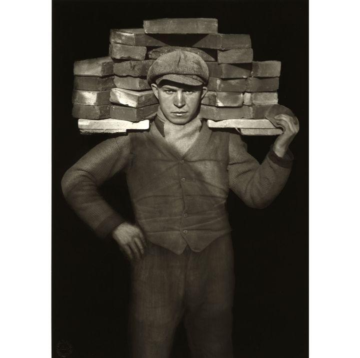 """August Sander, """"Manoeuvre"""", 1929  (Die Photographische Sammlung/SK Stiftung Kultur – August Sander Archiv, Cologne; VG Bild-Kunst, Bonn; ADAGP, Paris, 2018. Courtesy of Gallery Julian Sander, Cologne and Hauser & Wirth, New York. )"""
