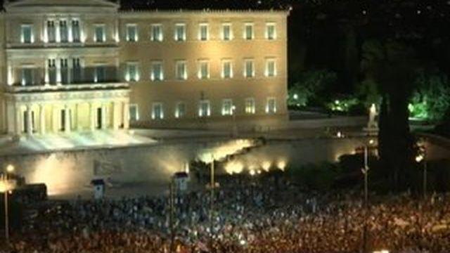"""Grèce : les partisans du """"non"""" fêtent la victoire"""