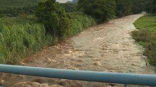 Le ruisseaudans lequel trois hommes se sont noyés, emportés par la crue, en Martinique, lundi 9 septembre. (FRANCE 3)