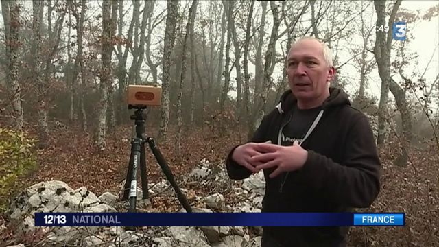 Ardèche : un photographe fabrique des appareils argentiques en bois