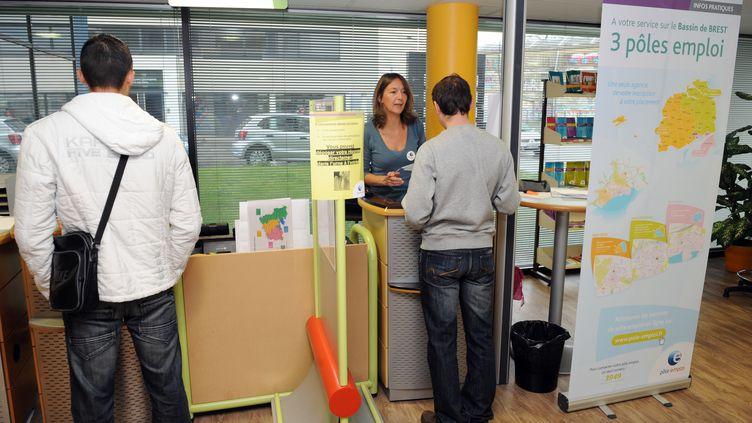 Une agence Pôle Emploi le 24 septembre 2012 à Brest, (FRED TANNEAU / AFP)