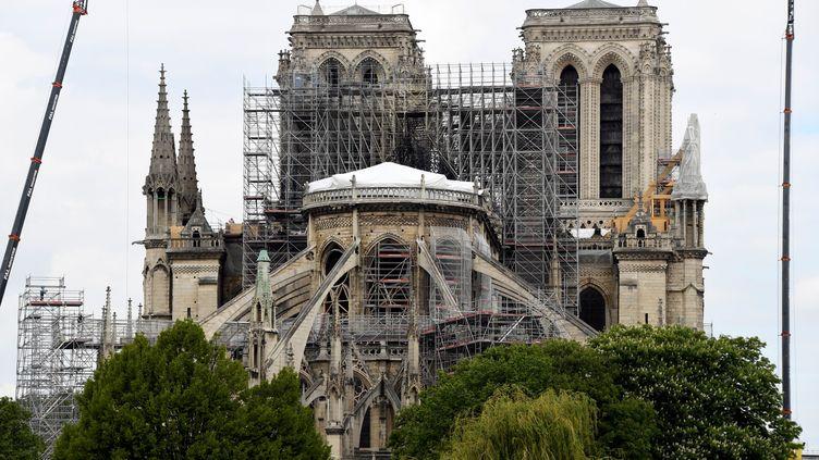 La cathédrale Notre-Dame de Paris, le 10 mai 2019, près d'un mois après l'incendie qui a détruit sa toiture et sa flèche. (BERTRAND GUAY / AFP)