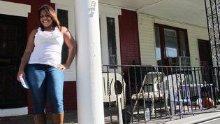 Beverly devant chez elle, au nord de Philadelphie, en Pennsylvanie (Etats-Unis), le 20 octobre 2012. (MARION SOLLETTY / FRANCETV INFO)