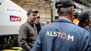 Des salariés de l'Alstom sur le site de Belfort (Territoire de Belfort), le 22 février 2017. (SEBASTIEN BOZON / AFP)