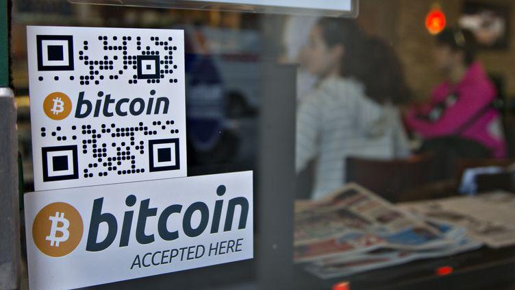 Dans ce café de Vancouver (Canada), une machine à convertir des dollars en bitcoins a été installée le 28 octobre 2013. (ANDY CLARK / REUTERS)