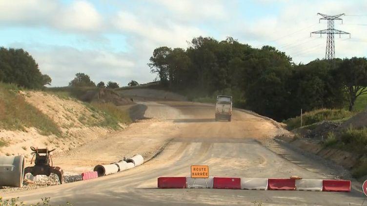 la route des plages, a Guidel (Morbihan) en Bretagne a nécessité de raser 2 hectares de forêt. (FRANCE 2)