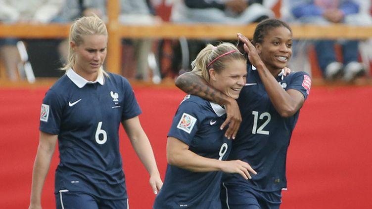 (La buteuse Eugénie Le Sommer félicitée par Elodie Thomis. © Matt Kryger-USA TODAY Sports Reuters)
