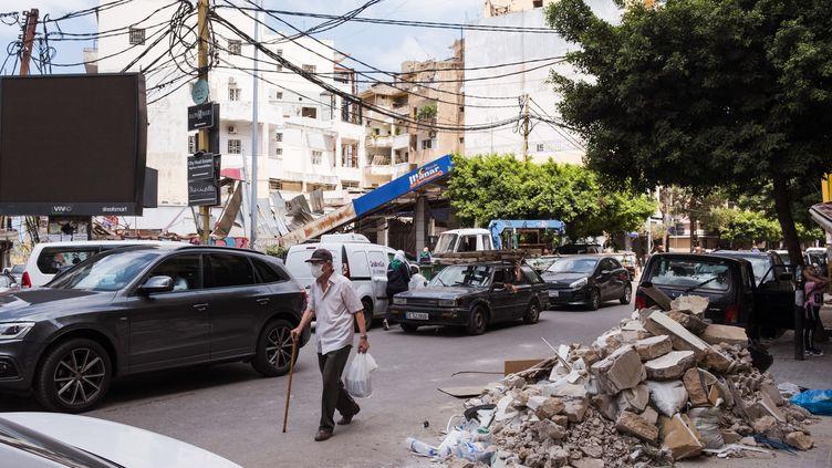 Crise économique, crise sanitaire, drame humain après les explosions au port de Beyrouth l'été dernier. Le Liban, sans moyen, doit se reconstruire à tous les niveaux. (ALINE LAFOY / HANS LUCAS)
