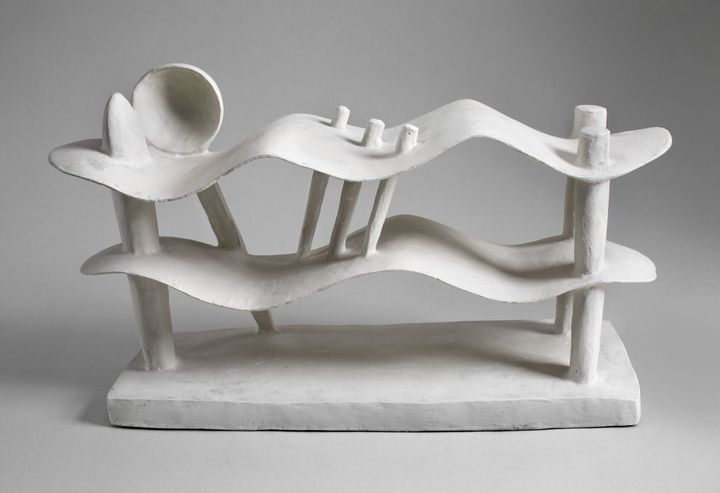 """Alberto Giacometti, """"Femme couchée qui rêve"""", 1929,Hirshhorn Museum and Sculpture Garden, Smithsonian Institution, Washington  (Photo : Cathy Carver / Hirshhorn Museum and Sculpture Garden, Smithsonian Institution © Succession Alberto Giacometti (Fondation Alberto et Annette Giacometti, Paris + ADAGP, Paris) 2017)"""