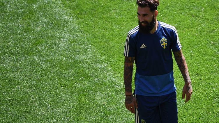 Le joueur suédois Jimmy Durmaz, le 26 juin 2018, lors d'un entraînement de sa sélection à Ekaterinbourg (Russie). (ANNE-CHRISTINE POUJOULAT / AFP)