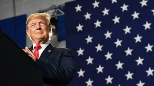 """La création d'une """"Force de l'espace"""" par Donald Trump lancerait une """"guerre des étoiles"""" selon le haut-fonctionnaire pour la Défense Pierre Conesa. (MANDEL NGAN / AFP)"""