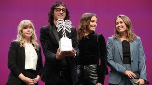 """L'équipe de la série """"Partisan"""", sacrée meilleure série au festival Canneseries, 14 octobre 2020 (VALERY HACHE / AFP)"""