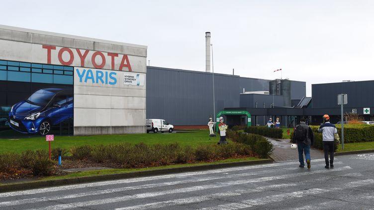 Arrêtée à la mi-mars, la production de l'usine Toyota d'Onnaing (nord),où travaillent 4 500 salariés, va reprendre le 21 avril. (FRANCOIS LO PRESTI / AFP)