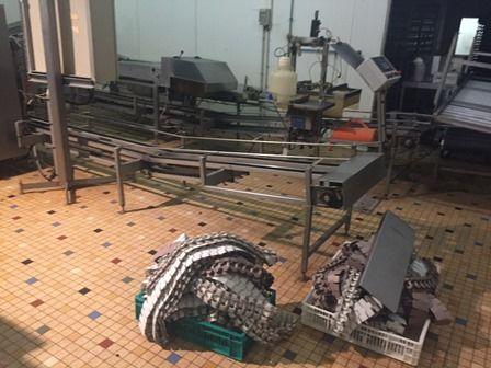 La machine de tri des poussins en cours de démontage, en février 2016. (DR)