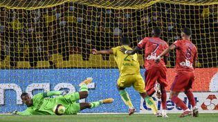 Lyon ouvre le score à Nantes grâce à Dembele lors de la 4e journée de Ligue 1 vendredi 27 août 2021. (SEBASTIEN SALOM-GOMIS / AFP)