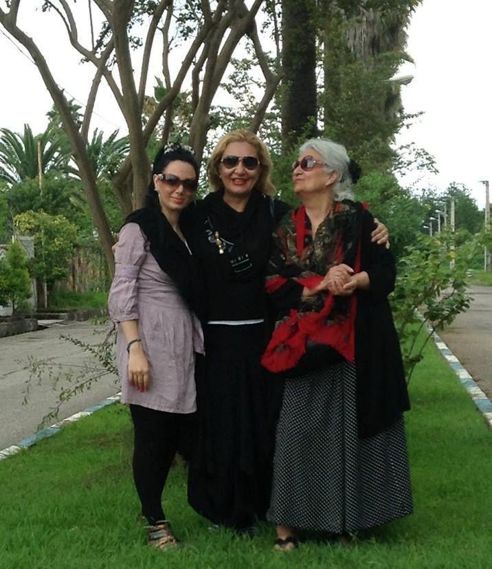 La fille, la mère et la grand-mère sans voile. (facebook)