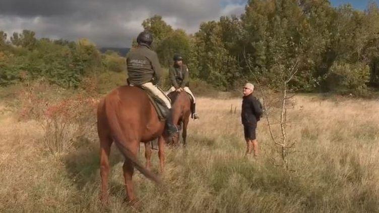 """Dans le Haut-Rhin, ceux qu'on appelle """"brigade verte"""" assurent une mission de surveillance de l'environnement.Leur rôle est essentiel, car ils permettent de palier le rôle des gardes-champêtres. (France 2)"""