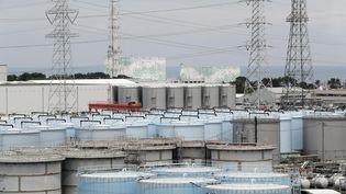 Des réservoirs de stockage d'eau contaminée, le 27 juillet 2018, à la centrale nucléaire de Fukushima (Japon). (KIMIMASA MAYAMA / POOL)