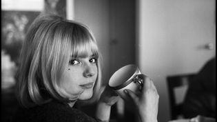 France Gall, photographiée en mars 1966 dans un lieu non précisé. (FARABOLA / LEEMAGE / AFP)