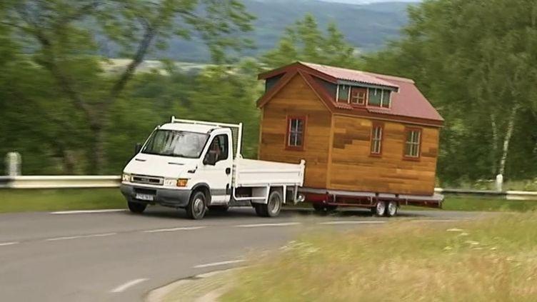Logement : les mini-maisons, une solution pour lutter contre la crise ? (FRANCE 2)