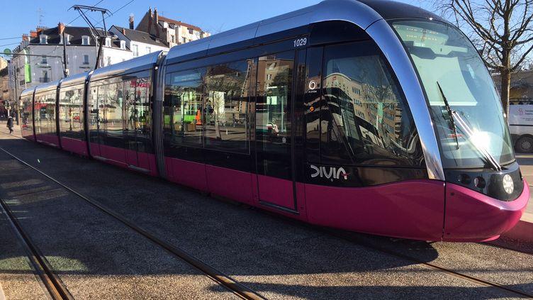 Une rame du tramway de Dijon. (PHILIPPE RENAUD / FRANCE-BLEU BOURGOGNE)
