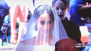 La réaction d'un petit garçon lors du mariage de Meghan Markle et du prince Harry, le 19 mai 2018, à Windsor, au Royaume-Uni. (FRANCE 2)