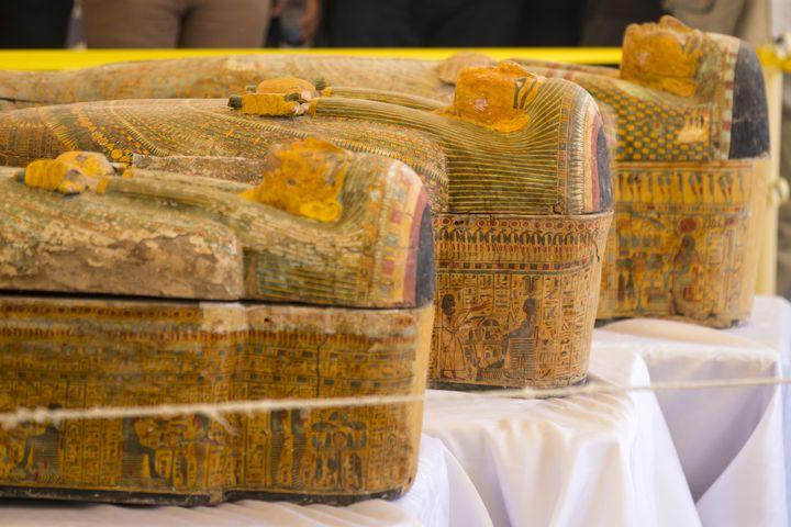 Lessarcophages découverts à Assasif, près de Louxor, dans la Vallée des rois, dévoilés le 19 octobre 2019. (KHALED DESOUKI / AFP)