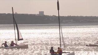 ÀFouesnant, dans le Finistère, toutes les plages ont eu le droit au pavillon bleu en 2021, un label qui garantit la qualité des eaux de baignade. Une fierté locale qui rassure les touristes. (CAPTURE D'ÉCRAN FRANCE 2)