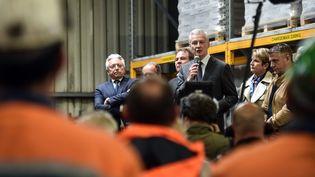 Bruno Le Maire face aux salariés d'Ascoval, le 2 mai 2019 à Saint-Saulve (Nord). (FRANCOIS LO PRESTI / AFP)