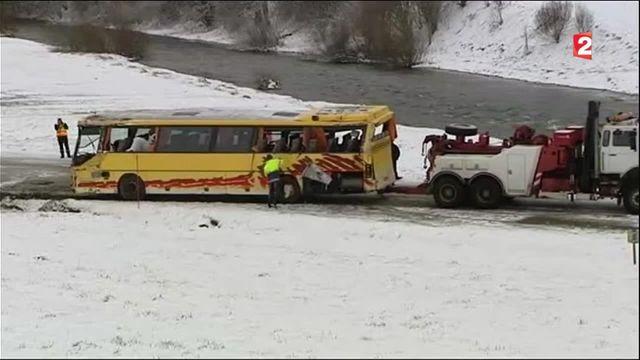 Accident d'un car scolaire dans le Doubs : deux morts et sept blessés