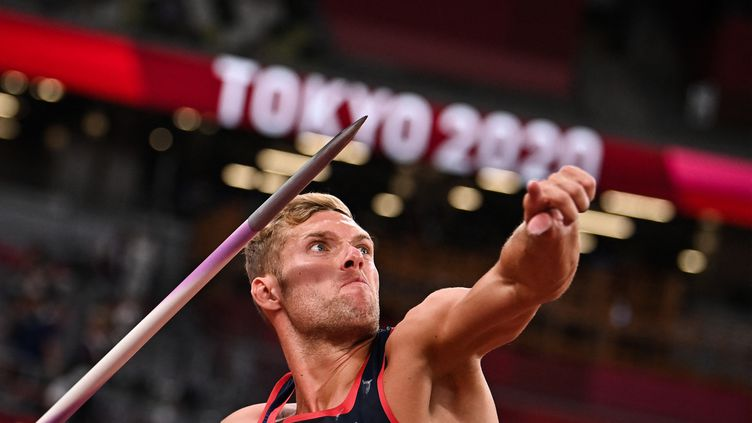 Kevin Mayer a battu son record personnel au javelot à Tokyo lors de l'avant-dernière épreuve de décathlon, le 5 août 2021. (BEN STANSALL / AFP)