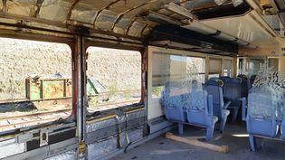 Les rames de TER ou de TGV sont désossées, désamiantées avant d'être recyclées. (RAPHAEL EBENSTEIN / RADIO FRANCE)