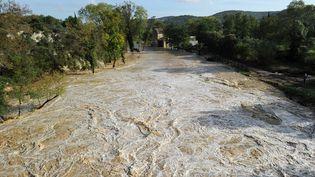 A Collias, dans le Gard, l'Alzon est en crue. (BORIS HORVAT / AFP)