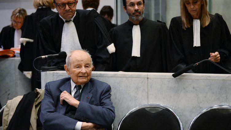 Jacques Servier avait brièvement comparu face aux magistrats le 21 mai 2013 à Nanterre, mais le procès avait été reporté après 10 jours d'audience. (LIONEL BONAVENTURE / AFP)