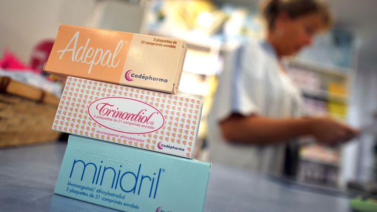 Des boîtes de pilules contraceptives dans une pharmacie de Caen (Calvados), le 13 octobre 2009. (MYCHELE DANIAU / AFP)