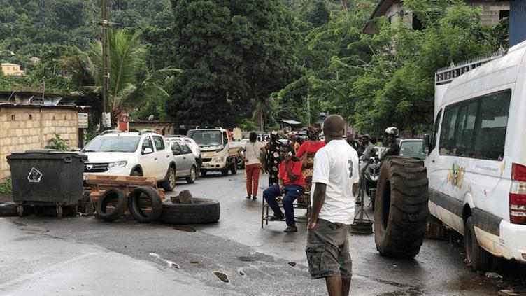 Les axes routiers principaux de Mayotte sont toujours bloqués (MAYOTTE LA 1ERE)