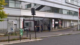 L'hôpital Georges-Pompidou, dans le XVe arrondissement parisien, où a été transféré Hamou B. vendredi 11 août, est sous bonne garde. (FABIEN MAGNENOU / FRANCETV INFO)