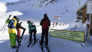 Des skieurs à la station deVal Thorens, le 6 janvier 2018. (PHILIPPE DESMAZES / AFP)
