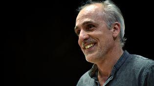 Le candidat du Nouveau Parti anticapitaliste, Philippe Poutou, lors d'un meeting à Bordeaux (Gironde), le 16 mars 2017. (GEORGES GOBET / AFP)