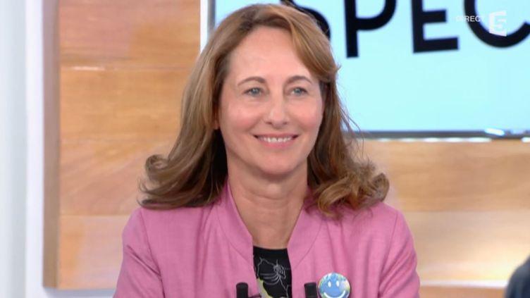 """Ségolène Royal, la ministre de l'Ecologie, invitée de l'émission """"C à vous"""" sur France 5, le 31 août 2015. (FRANCE 5)"""
