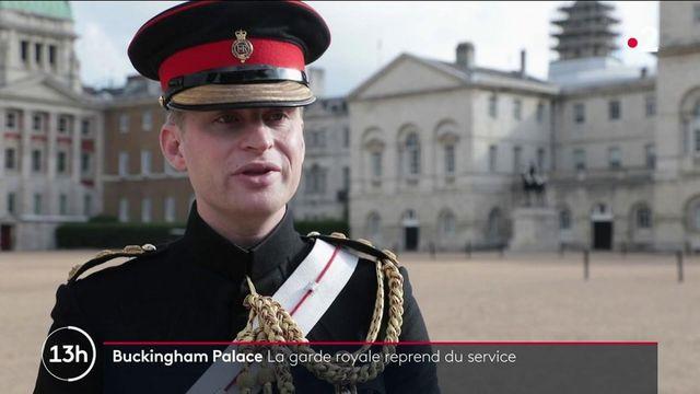 La cérémonie de la relève de la garde royale a repris en début de semaine après 18 mois d'interruption à cause de la situation sanitaire. C'est le retour d'un symbole de la monarchie britannique.