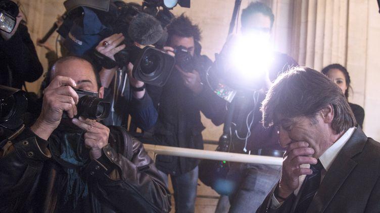 L'ancien policier Michel Neyret arrive au palais de justice de Paris le 2 mai 2016 pour l'ouverture de son procès. (DOMINIQUE FAGET / AFP)