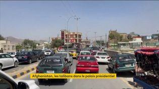 Les Afghans fuient les talibans à Kaboul (FRANCEINFO)