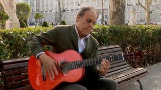 Le luthier espagnol Felipe Conde. (FRANCE 2)