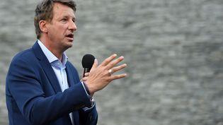Le député européen Yannick Jadot prononce un discours pour soutenir la candidature de Matthieu Orphelin, à Nantes le 24 juin 2021. (SEBASTIEN SALOM-GOMIS / AFP)