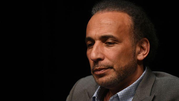 L'islamologue Tarq Ramadan lors d'une conférence à Bordeaux (Gironde), le 26 mars 2016. (MEHDI FEDOUACH / AFP)