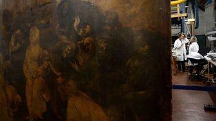 """""""L'adoration des mages"""" de Leornard de Vinci dans le laboratoire de restauration du musée des Offices, à Florence  (FILIPPO MONTEFORTE / AFP)"""